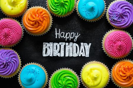 Feliz cumpleaños escrita en la pizarra Foto de archivo