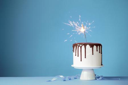 Torta adornada con una bengala Foto de archivo