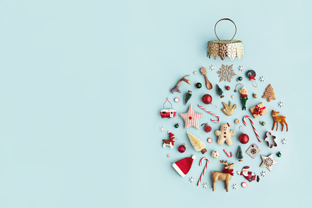 Christmas objects laid out in the shape of a Christmas bauble, overhead view Фото со стока - 88260325