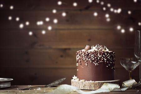 Schokoladenfeier Kuchen in einer Party-Einstellung Standard-Bild - 88437742