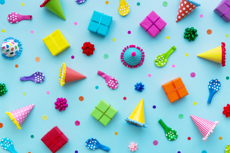 Birthday party background with party hats and birthday gifts Banco de Imagens