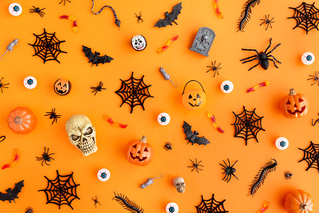 Orange background with collection of Halloween objects overhead view Stockfoto