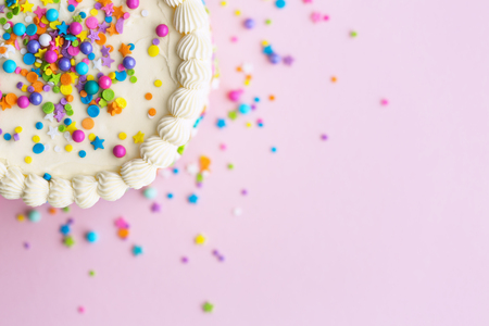 Birthday cake with sprinkles on a pink background Banco de Imagens