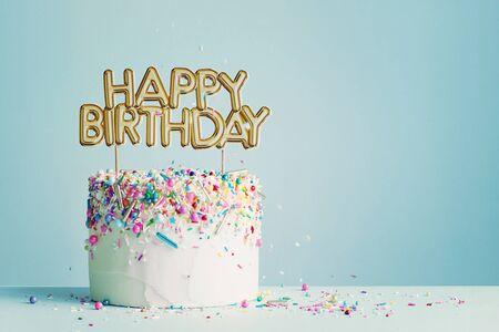 Birthday cake with gold happy birthday banner Banco de Imagens