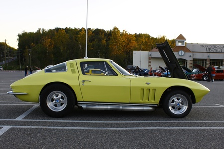 GLOUCESTER, VA, USA - OCTOBER 14: The Middle Peninsula Classic Cruisers Club weekly Car Show. Main Street Center. on October 14, 2011 in Gloucester, VA, USA Stock Photo - 12059891