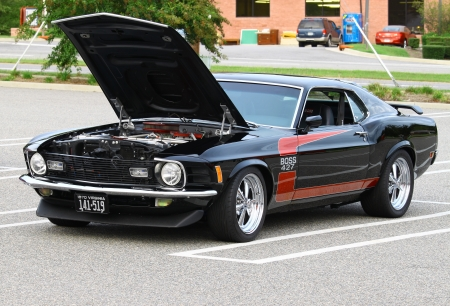 GLOUCESTER, VA, USA -SEPTEMBER 16: Vintage 1970 Ford Boss 427 Mustang in the Middle Peninsula Classic Cruisers Club weekly Car Show. Main Street Center. September 16, 2011 in Gloucester, VA, USA