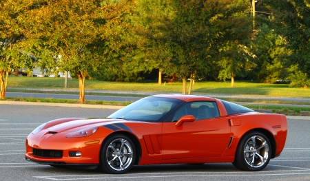 GLOUCESTER, VA, USA - OCTOBER 7: A Chevy Corvette Grand Sport Z06 at the Middle Peninsula Classic Cruisers Club weekly Car Show. Main Street Center. on September 7, 2011 in Gloucester, VA, USA 新闻类图片