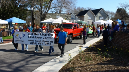 GLOUCESTER, VIRGINIA - APRIL 6: Little Lights childcare Center in the Daffodil Parade on April 6, 2013 in Gloucester, Virginia. In its 27th year, the parade heralds the arrival of spring. Stock Photo - 19154159
