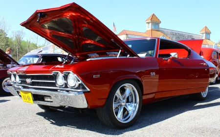 GLOUCESTER, VA- APRIL 13:1969 Chevelle in the Daffodil car show sponsored by the MPCC(middle peninsula car club)at the Main St shopping center in Gloucester, Virginia on April 13, 2013 Stock Photo - 19213461