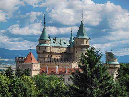 Bojnice, Slovaquie - 6 juillet 2011: Vue du château de Bojnice à l'heure d'été Éditoriale