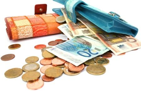 economia: Dinero en carteras aisladas sobre fondo blanco. Foto de archivo
