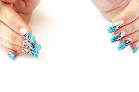 long nail: Mani con unghie finte isolato su sfondo bianco. Archivio Fotografico