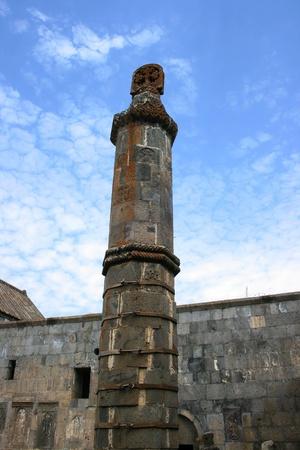 sismogr�fo: Sism�grafo, �nico en el monasterio de Tatev antigua en Armenia, la arquitectura del siglo noveno.