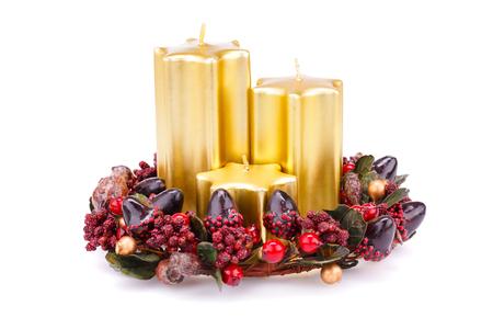 velas de navidad: Velas de Navidad y la decoración de aislados en fondo blanco.