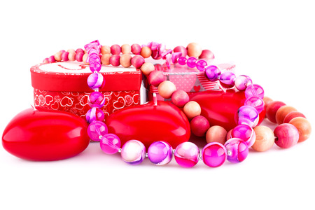 bijoux: Red heart candles, necklaces and gift boxes isolated on white background.