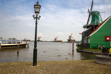 Zaanse Schans, Netherlands - Traditional, authentic dutch windmills at the river Zaam. 版權商用圖片