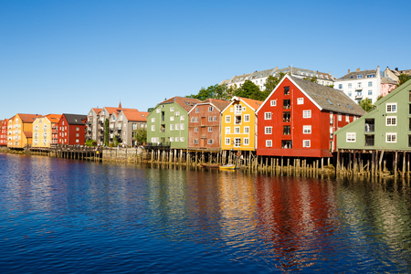 Colorful old houses at the Nidelva river embankment in Trondheim, Norway. 版權商用圖片