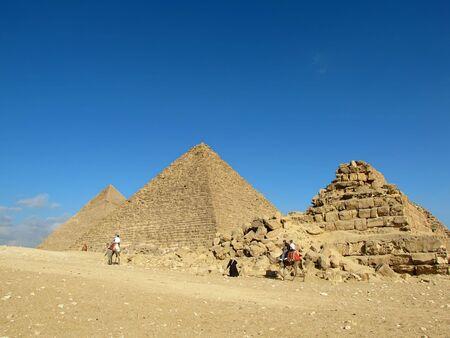 pyramide egypte: Pyramides de Gizeh (�gypte). Pyramide de Kh�phren (ou Chephren) et de la pyramide de Myk�rinos