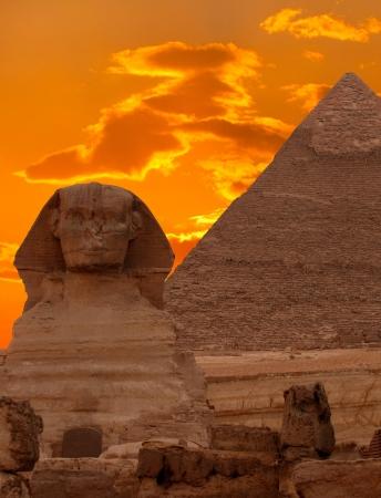 sfinx: De sfinx en de grote piramide, Egypte  Stockfoto