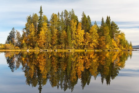 Autumn landscape with a reflection in the lake Stock Photo - 15285577
