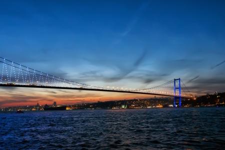 日没で、トルコ ・ イスタンブール ボスポラス橋 写真素材