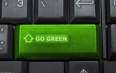 green planet: Va el bot�n verde en el fondo del teclado Foto de archivo