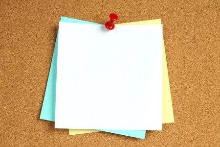 corcho: Notas de color con la señal en el fondo de madera