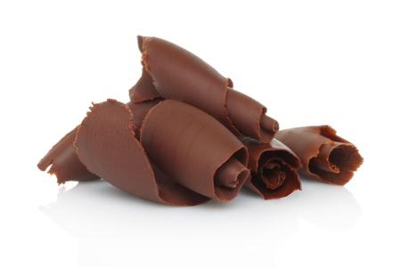 chocolate syrup: Virutas de chocolate en el fondo blanco Foto de archivo
