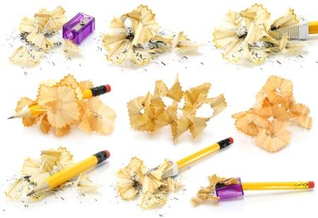 sacapuntas: Lápices y virutas de madera fijados sobre un fondo blanco Foto de archivo