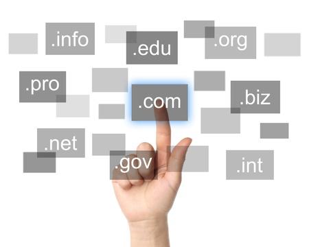 Entregue a empurrão de nome de domínio virtual em fundo branco, conceito do Internet