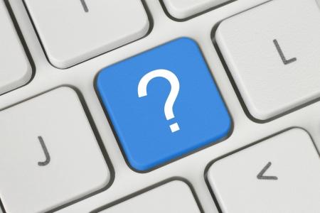 Touche bleue de question sur le clavier