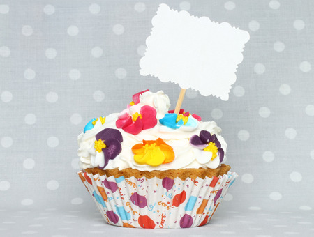 cake pick: Cupcake with blank card on vintage retro background Stock Photo