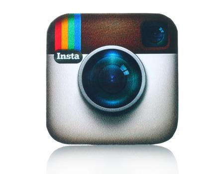 social networking service: KIEV, Ucrania - 05 de febrero 2015: C�mara logotipo Instagram impreso en papel y se coloca en el fondo blanco. Instagram es una herramienta para compartir fotos en l�nea de m�vil, para compartir videos y servicio de redes sociales. Editorial