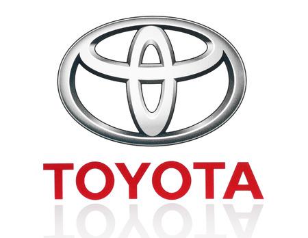 キエフ, ウクライナ - 2015 年 3 月 21 日: トヨタのロゴは紙に印刷し、白い背景上に配置。トヨタ自動車株式会社は、日本の自動車メーカーです。 報道画像
