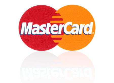 キエフ, ウクライナ - 2015 年 3 月 21 日: マスター カードのロゴは紙に印刷し、白い背景の上に配置。MasterCard Worldwide は、アメリカの多国籍金融サービ