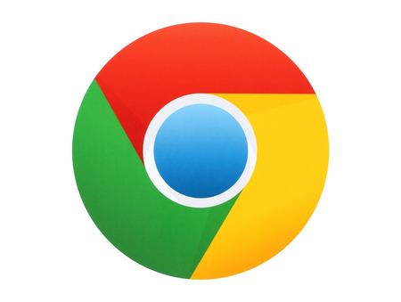 キエフ, ウクライナ - 4 月 27 日 2015:Google クロームのロゴは白い背景の上の紙に印刷。Google のクロムはフリーウェアの web ブラウザーです。 報道画像