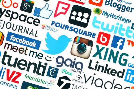 Kiev, Oekraïne - 20 mei 2015: Het verzamelen van populaire social media logo gedrukt op wit papier: Facebook, Twitter, Google Plus, Instagram, Pinterest, Blogger, LinedIn, MySpace en anderen Redactioneel