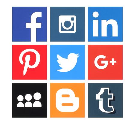 Kiev, Ucrânia - 08 de março de 2016: Coleção de logotipos populares de mídia social impressos em papel: Facebook, Twitter, Google Plus, Instagram, MySpace, LinkedIn, Pinterest, Tumblr e Blogger