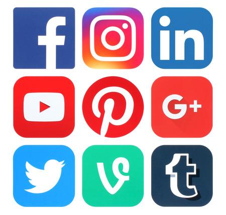 Kiev, Ucrania - 25 de mayo, 2016: Colección de logotipos de medios sociales populares impresas en papel: Facebook, Twitter, Google Plus, Instagram, Pinterest, LinkedIn, YouTube, Tumblr y Vine Editorial