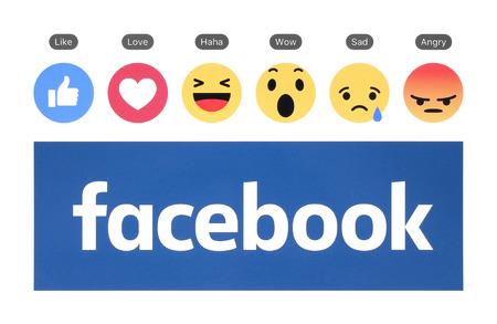 키예프, 우크라이나 - 2016 년 8 월 23 일 : 새로운 페이 스북 로고와 같은 버튼과 Empathetic Emoji Reactions가 백서에 인쇄되었습니다. 페이스 북은 잘 알려진