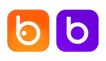Kiev, Ucrânia - 06 de outubro de 2017: Coleção de antigos e novos logotipos Badoo impressos em papel branco. Badoo é a maior rede de encontros do mundo