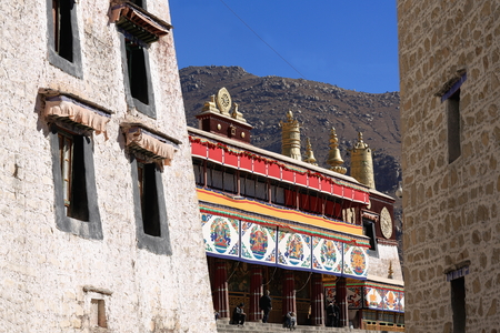 gelugpa: DREPUNG, TIBET, CHINA - OCTOBER 19: Locals wait for the monastery lamas to end praying in the Coqen Hall and come out from the Drepung monast.on October 19, 2012. Lhasa pref.-Tibet A.R.-China.