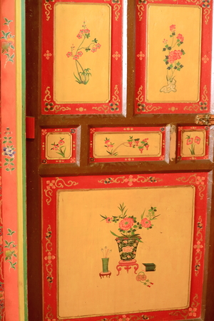 lacquerware: Lacquered door showing floral pattern decoration in the Takten Mingyur Phodrang-Eternally Unchanging-New Summer Palace of the Norbulingka-Jewelled Park complex. Lhasa-Tibet A.R.-China.