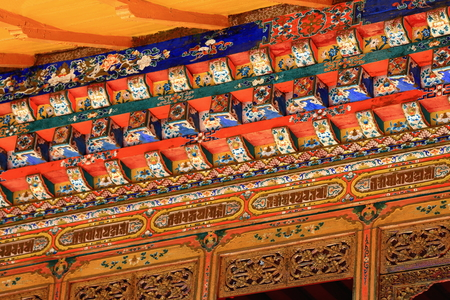rafter: Polychrome carved wooden lintel-columns-pillars-rafters of gateway to a pavilion in the 3.6 km2 Norbulingka-Jeweled Park complex. Lhasa-Tibet.