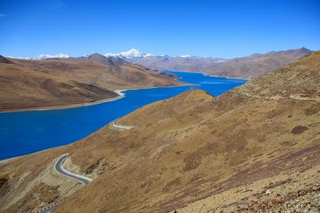 The 638 km2130 km.EW70 km.NS wide250 long bank4441 ms.hightuquoise colored Yamdrok TsoUpper Pasture lake and 7206 ms.high mt.Nojin Kangsang from Kamba Lapass. LhokaShannan pref.Tibet. Imagens