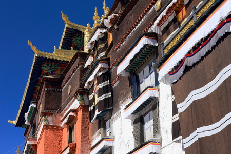orison: Gilded makaras with dhvajas-victory banners and lotus flowers two of the ashtamangala-auspicious symbols on the roof of the Tashilhunpo-Heap of Glory buddhist monastery seat of Panchen Lama. Shigatse city-county and pref.at the Yarlung Tsangpo and Nyang C