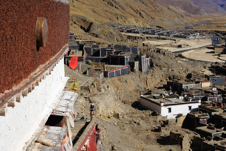 right bank: Temple on Bonbori Hill-village on right bank of Trum or Chong Chu-river. Grounds of the 1073 AD-Khon Konchog Gyalpo founded N.Seat of Sakya-Grey Soil monastery with grey-red-white colors. Sakya-Tibet. Stock Photo