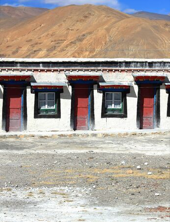 roofed house: Traditional tibetan building of restaurant-hotel beside Friendship Highway-foot of the Himalayas-Mahalangur Himal section in the tibetan plateau Tingri-Lawn Mountain town 4348 ms.-Tingri county-Tibet. Stock Photo