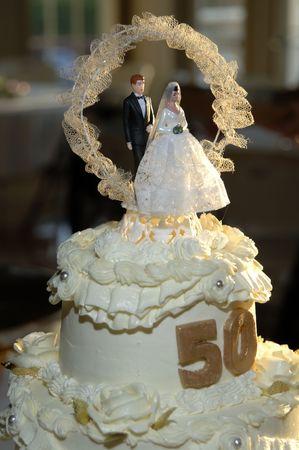 50 年記念日ケーキのデコレーション