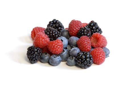 白い背景の上の混合果実